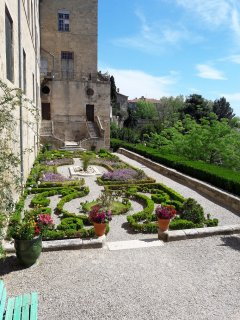 beziers-cathedral-garden